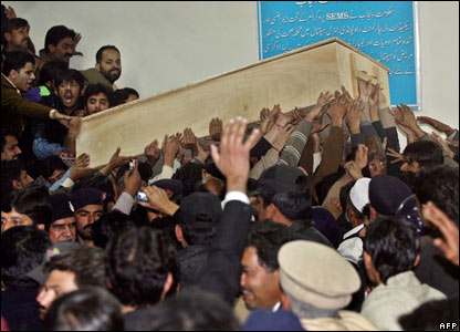 Benazir Bhutto's supporters carry her coffin