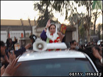 Benazir Bhutto in convoy moments before attack