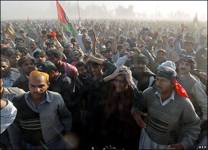 Mourners outside Benazir Bhutto's funeral