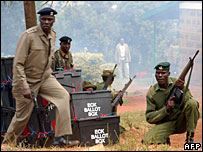 Kenyan police during a demonstration in a Nairobi constituency, 28 December 2007