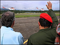 Hugo Chavez waves with Nestor Kirchner as the helicopters take off