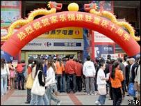 Crowds at Chongqing Carrefour