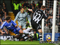 Nicky Butt looks on as Chelsea's Wayne Bridge puts through his own net