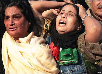 Women crying in Lahore 29/12/07