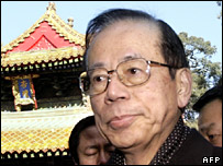 Yasuo Fukuda visits the birthplace of Confucius in the eastern town of Qufu (30 December 2007)