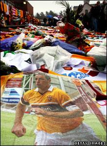 Fans' tributes