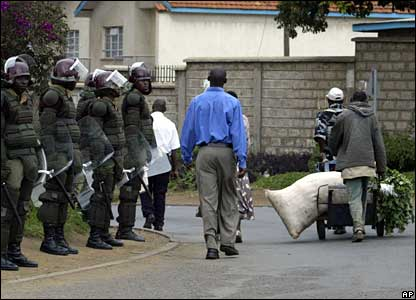 Police stand guard to block Raila Odinga supporters entering central Nairobi