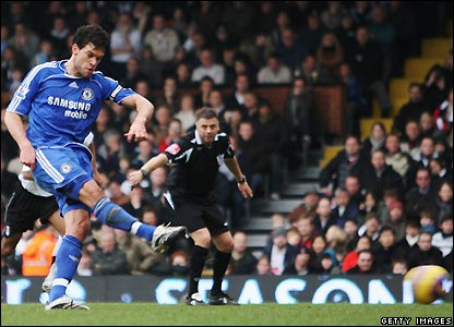 Michael Ballack beats Anti Niemi from the penalty spot to give Chelsea the lead