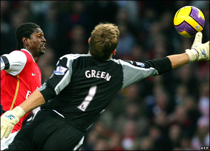 Emmanuel Adebayor rounds Robert Green to score Arsenal's second