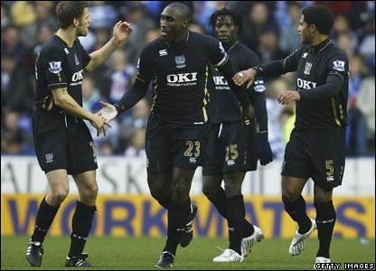 Sol Campbell and his Portsmouth team-mates celebrate after the defender opens the scoring at Reading