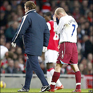 Former Arsenal player Freddie Ljungberg limps off on his return to the Emirates Stadium