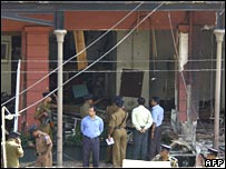 Sri Lankan investigators comb the site of a roadside bomb attack against an army bus in Colombo on 2 January 2007