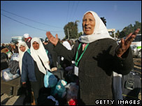 A Palestinian pilgrim celebrates after crossing into the Gaza Strip (02/01/08)
