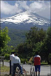 Vista del volcán desde la localidad de Malipeuco, Chile