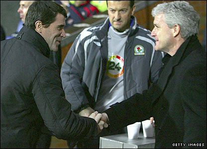 Roy Keane shakes hands with Mark Hughes before their respective teams do battle