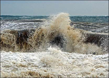 Huge waves in the Azov Sea