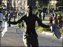Opposition supporter shouting on Nairobi street 3/1/08