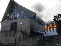 Iglesia incendiada en Kibera, barrio pobre de Nairobi, Kenia