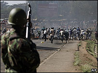 Policía en Kenia disuelve una manifestación