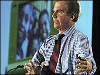 Nicholas Negroponte, director del proyecto