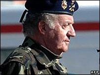 King Juan Carlos visits troops in Herat, Afghanistan, on 31 December 2007