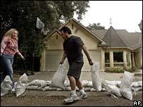 Silverado canyon resident builds wall of sandbags around home