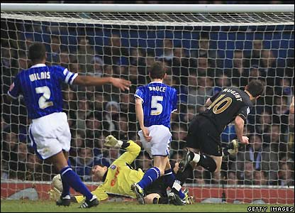 Nugent makes it 1-0 to Portsmouth