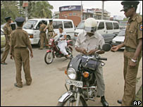 Motorists entering Colombo being checked