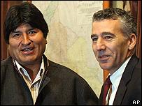 Evo Morales y el embajador de EE.UU. en La Paz, Phillip Goldberg