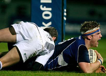 Leinster's Jamie Heaslip scores a try against the Ospreys