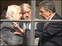 Arab League General Secretary Amr Musa (R) and Syrian Foreign Minister Walid Muallem (L) confer while at Cairo meeting