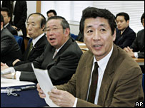 Lawyer Toshihiro Suzuki, representative for the plaintiffs, at a Tokyo news conference on 28 December 2007