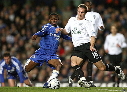 Chelsea's Shaun Wright-Phillips applies the pressure