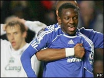 Shaun Wright-Phillips celebrates scoring as Everton's Phil Neville looks on