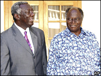 John Kufuor (l) and Mwai Kibaki 09/01/08