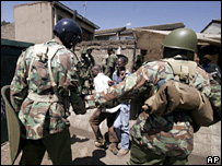 Riot police and protesters in Kibera, Kenya 05/01/08
