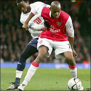 Pascal Chimbonda attempts to tackle Abou Diaby