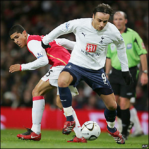 Denilson and Berbatov contest possession