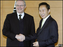 Christopher Hill (left) meets Lee Myung-bak, 10 January