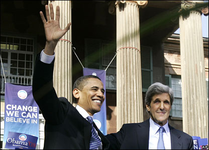 Barack Obama (L) and John Kerry (R)