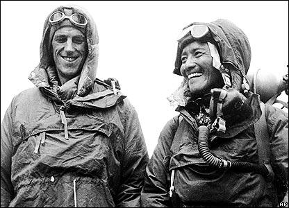 Sir Edmund Hillary (l) and Sherpa Tenzing Norgay