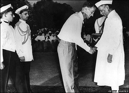 Indian President Rajendra Prasad giving Sir Edmund a medal