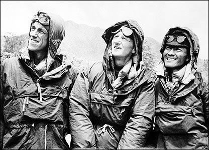 Hillary (left), Sir John Hunt (c), Tenzing Norgay