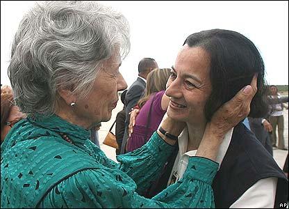 Clara Rojas greets her mother Clara de Rojas (left)