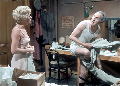 Bruce Forsyth and Dora Byran in The Red Peppers (1969)