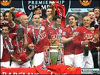 Manchester United celebrate winning the 2006/07 Premier League