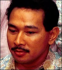 "Hutomo ""Tommy"" Mandala Putra, the youngest son of Suharto, during a press conference in Jakarta (November 1998)"