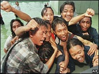 Student protesters celebrate Suharto's announcement of his retirement (21/05/1998)