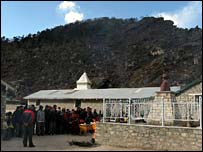 Tribute paid at Khumjung School, which Sir Edmund founded, 11 January 2008