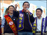 Former Taipei mayor Ma Ying-jeou campaigns for the KMT (6 January 2007)